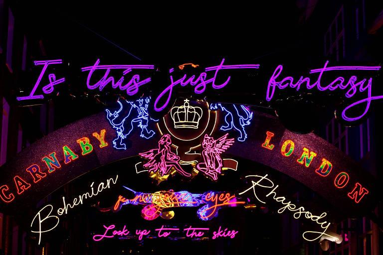 """Instalação de arte em homenagem ao filme """"Bohemian Rhapsody"""", em Londres"""