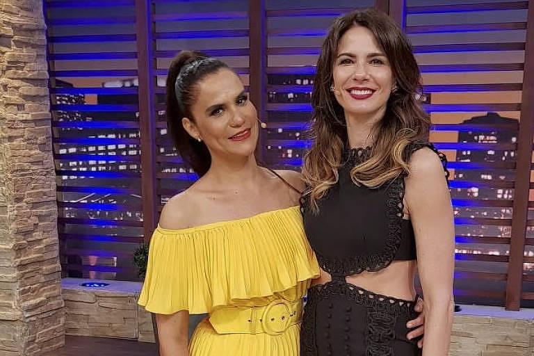Gilmelândia posa ao lado da apresentadora Luciana Gimenez no Superpop