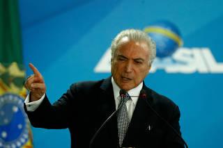 Temer empossa novos ministros em cerimônia no Palácio do Planalto