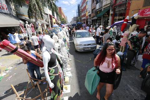 SAO PAULO, SP, 11/12/2018, BRASIL - RUAS DO PARI CONTINUAM OCUPADAS- 10:36:38 - As ruas do Bras continuam ocupadas, mesmo apos prefeitura dizer que faria aoes no local. Geral da rua Tiers. (Rivaldo Gomes/Folhapress, NAS RUAS) - ***EXCLUSIVO AGORA*** EMBARGADA PARA VEICULOS ONLINE***UOL, FOLHAPRESS E FO LHA.COM CONSULTAR FOTOGRAFIA DO AGORA***FONES 32242169 E 32243342***