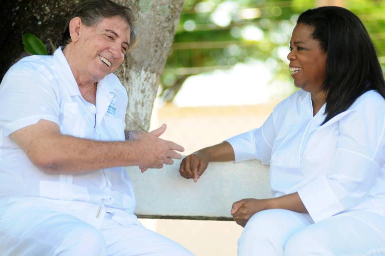 O médium João de Deus e a apresentadora norte-americana Oprah Winfrey