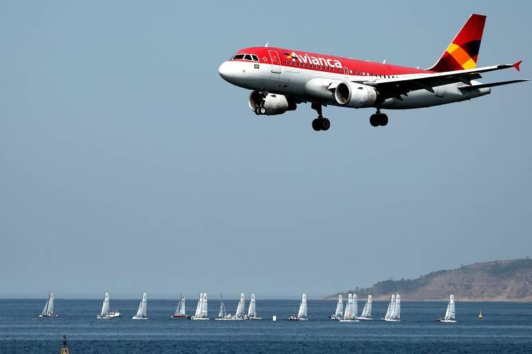 Avião operado pela Avianca em Santos Dumont, no Rio de Janeiro; companhia aérea é a quarta maior do país