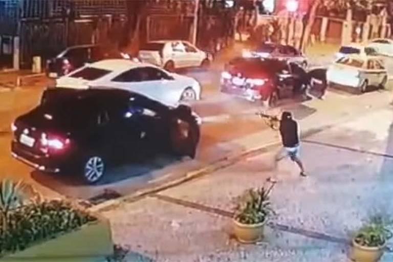 Carro de empresário é cercado por criminosos no Rio de Janeiro