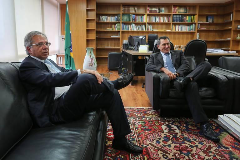 O futuro ministro da Economia, Paulo Guedes, e o atual ministro da Fazenda, Eduardo Guardia