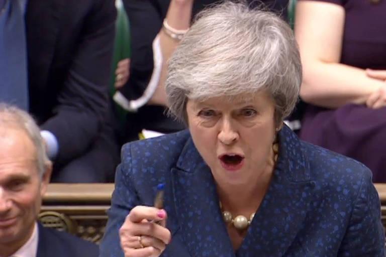 A primeira-ministra britânica Theresa May durante o debate com o líder da oposição, Jeremy Corbyn, no Parlamento