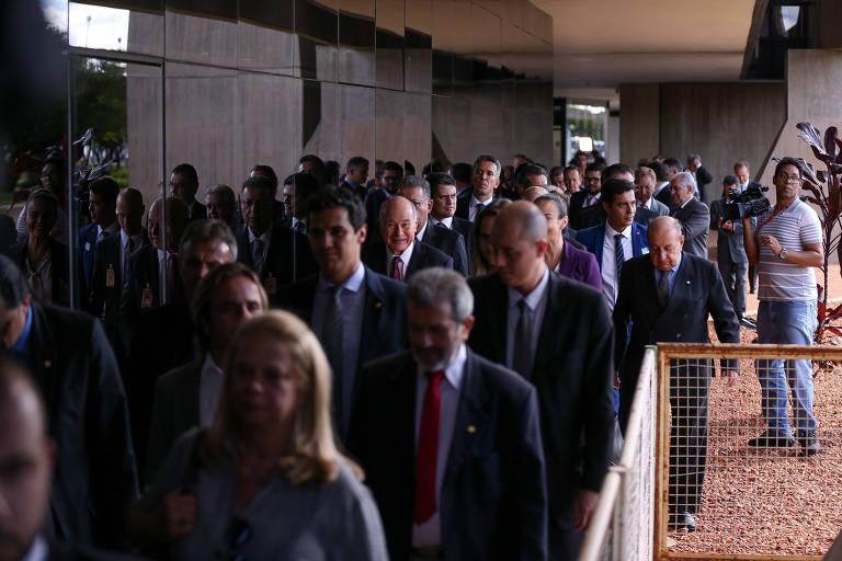 Políticos em um dos acessos ao CCBB (Centro Cultural Banco do Brasil), sede do governo de transição do presidente eleito, Jair Bolsonaro (PSL)