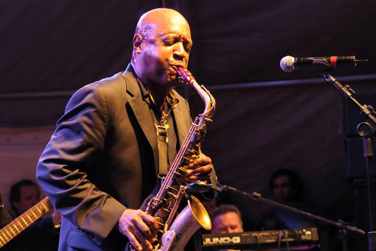 O saxofonista americano Gary Brown