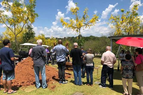 Enterro do atirador Euler Fernando Gandolpho, em Campinas