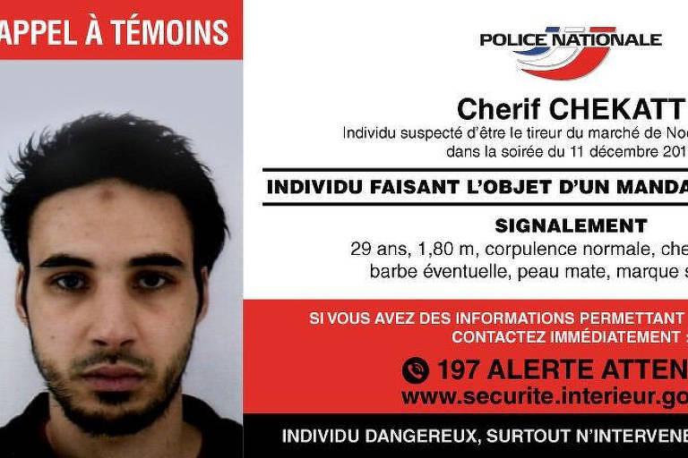 Cartaz da polícia à procura de Cherif Chekatt, 29, suspeito de matar três pessoas em ataque a tiros em Estrasburgo