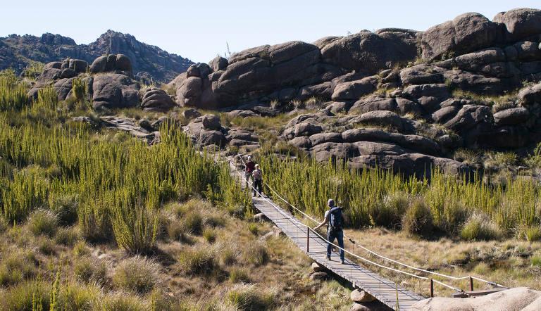 Trilha que dá acesso ao pico das Agulhas Negras, no Parque Nacional de Itatiaia, no Rio de Janeiro