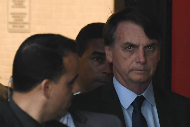 Jair Bolsonaro, presidente eleito pelo PSL, é visto deixando o comitê de transição do governo localizado no CCBB, em Brasília