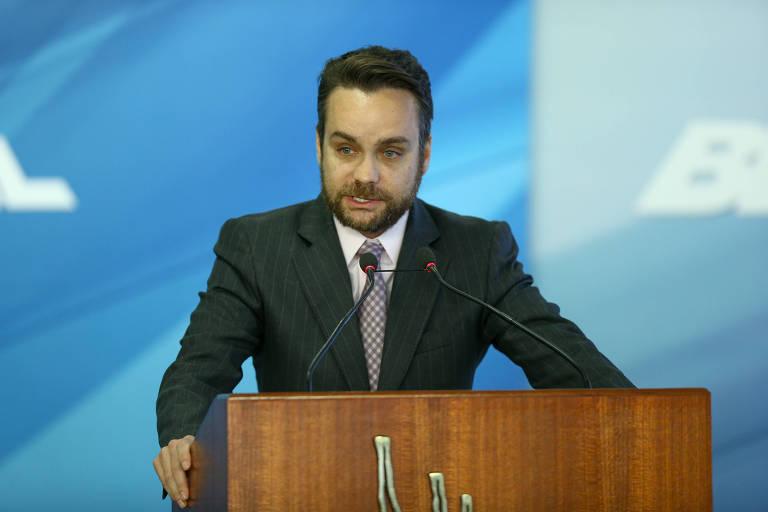 Advogado que ofendeu STF em avião também xingou ministro dos Direitos Humanos