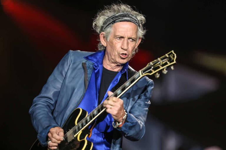 """Keith Richards durante apresentação da banda The Rolling Stones em San Diego, na Califórnia, Estados Unidos, em 2015, época em que a Netflix lançou o documentário """"Keith Richards - Under the Influence"""""""