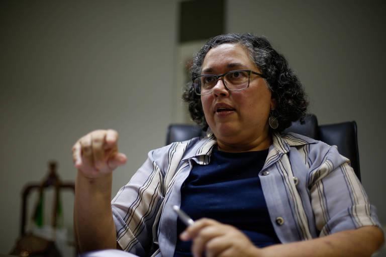 A presidente do Ibama, Suely Araújo, 55, durante entrevista à Folha em seu gabinete na sede do instituto
