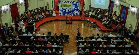 SÃO PAULO, SP, BRASIL, 13-12-2018: Manifesto em defesa da democracia no salão nobre da Faculdade de Direito de São Paulo. Quando se completam 50 anos da edição do AI-5 (O Ato Institucional nº 5), o mais radical do regime militar. (Foto: Eduardo Anizelli/ Folhapress, PODER)