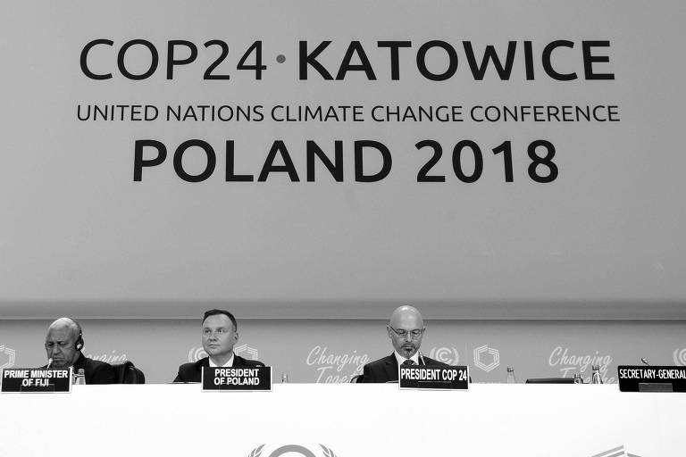 (181203) -- KATOWICE, Dec. 3, 2018 (Xinhua) -- Participants attend the UN Climate Change Conference in Katowice, Poland, Dec. 3, 2018. Delegates from nearly 200 countries began talks on Sunday on urgent actions to curb climate change three years after the landmark Paris Climate Change Agreement set a goal of keeping global warming below 2 degrees Celsius. The two-week UN Climate Change Conference, known as COP24, is held in the southern Polish city of Katowice. (Xinhua/Jaap Arriens) (mp)