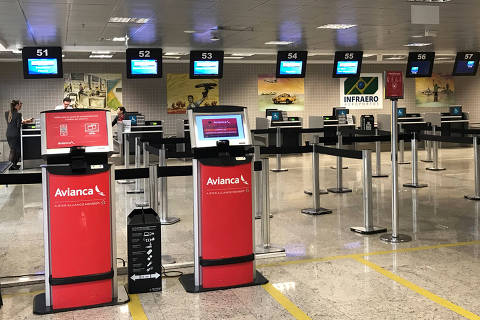 Empty check-in desk of Avianca airlines is seen at Afonso Pena International Airport in Sao Jose dos Pinhais, Brazil December 13, 2018.   REUTERS/Paulo Whitaker ORG XMIT: PW01