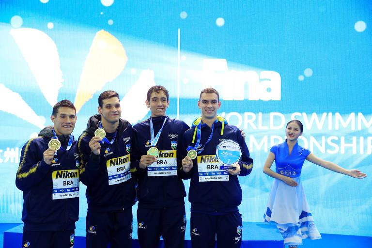 Brasil surpreende no 4 x 200 m livre e conquista o ouro com recorde mundial