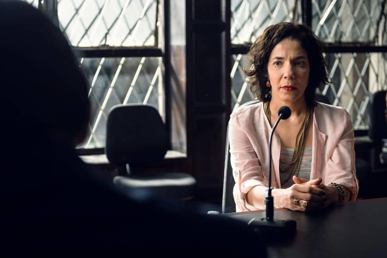 """Depoimento de Vera (Fernanda Dumbra) em cena da série """"Assédio"""""""