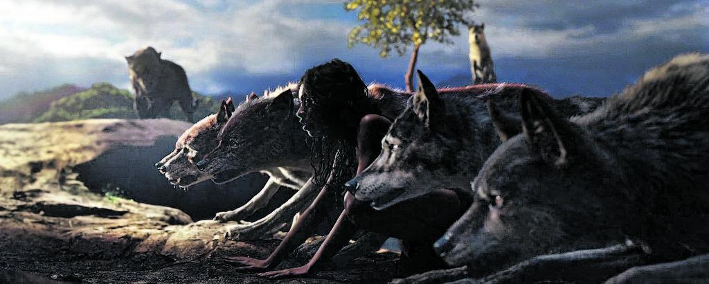 Mogli e seus irmãos lobos se preparam para largada da corrida que garante a iniciação na alcateia, em cena do filme de Andy Serkis