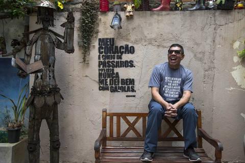 ILUSTRADA COLUNA MONICA BERGAMO - SAO PAULO - SP - Poeta Sérgio Vaz, idealizador do Sarau da Cooperifa que celebra 30 anos desde o seu primeiro livro de poesia. 11/12/2018  - FOTO Marlene Bergamo/Folhapress - 017 - SELENE 566364