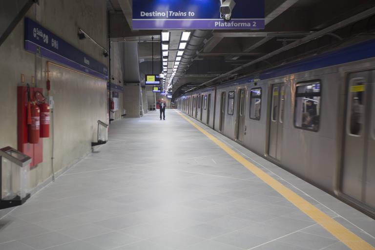 Linha 5-lilás do metrô de São Paulo, na estação Moema