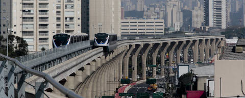 SAO PAULO, SP , BRASIL- 30-08-2014 : Usuarios fazem visita controlada na linha 15 Prata do  monotrilho entre as estacoes Vila Prudente e Oratorio, zona leste de Sao Paulo . ( Foto: Joel Silva/ Folhapress ) ***  *** EXCLUSIVO FOLHA***