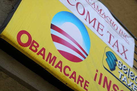 FILE PHOTO: A sign on an insurance store advertises Obamacare in San Ysidro, San Diego, California, U.S., October 26, 2017. REUTERS/Mike Blake/File Photo ORG XMIT: HFS-TOR445