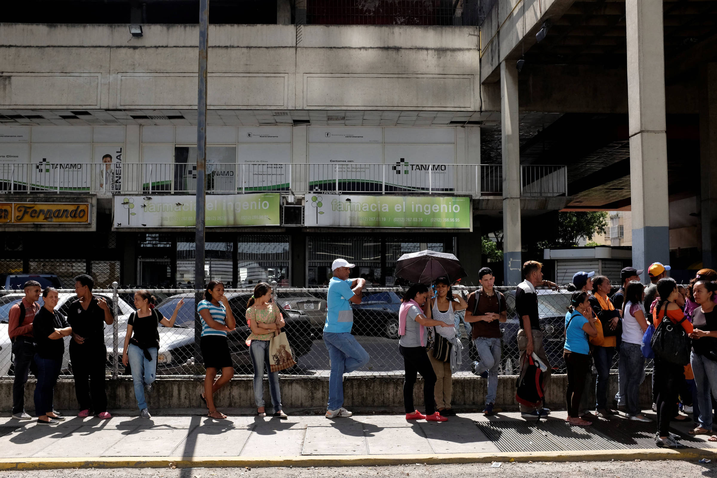 Decadente, Caracas lembra cenário de abandono do filme 'Mad Max'