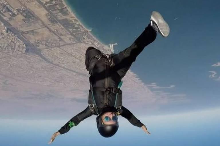Fotografias de Latifa fazendo paraquedismo eram promovidas por Dubai como prova da 'liberdade' de que desfrutavam as mulheres nos Emirados