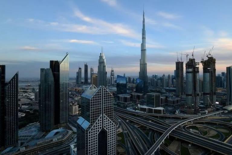 Em menos de 50 anos, Dubai se transformou de uma aldeia remota, perto de um deserto, em uma imponente e moderna cidade, centro financeiro internacional