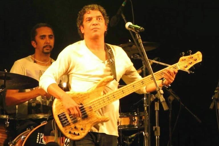 O baixista brasileiro Arthur Maia