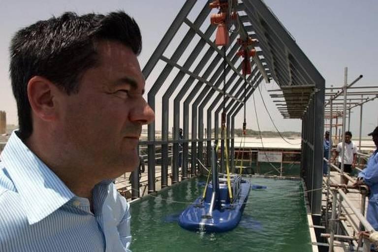Hervé Jaubert havia trabalhado em Dubai desenhando e construindo veículos aquáticos usados no setor da segurança, mas teve problemas e precisou fugir