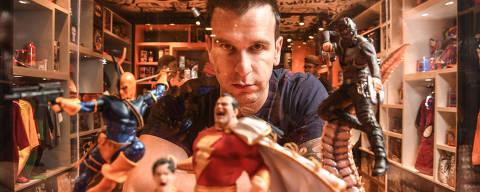 SÃO PAULO / SÃO PAULO / BRASIL -03 /12/18 - :00h - A Piticas, do setor de vestuário, investe em descontos para atrair o cliente e teve aumento de vendas desde que começou a planejar essas ações. Retrato do Felipe Rossetti, presidente da empresa, na loja do shopping Eldorado ( Foto: Karime Xavier / Folhapress) . ***EXCLUSIVO***Sup. Especiais