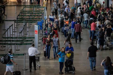 Aeroporto de Guarulhos enfrenta quarto dia de atrasos