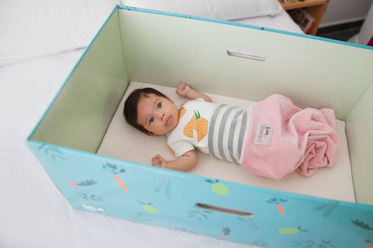 Bela Baby Box, caixa de papelão para servir de berço lançada por Bela Gil em parceria com a Morada da Floresta