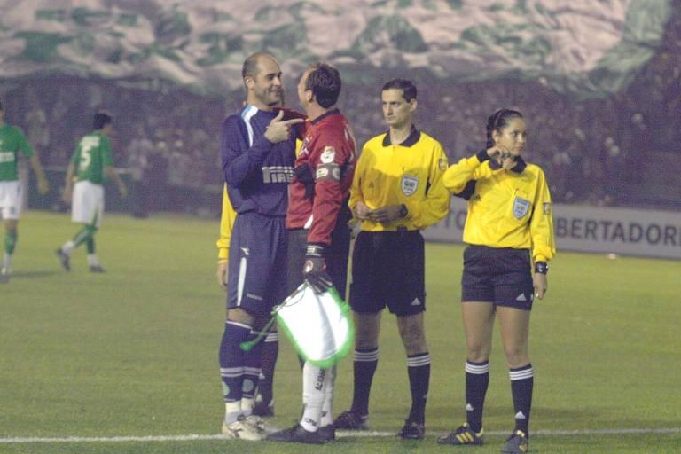 Marcos, do Palmeiras, e Rogério, do São Paulo conversam antes de Palmeiras x São Paulo pelas oitavas de final da Libertadores-2005