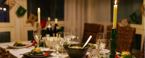 12 inusitadas tradições de Natal pelo mundo Em Portugal, a ceia permanece à mesa durante toda a madrugada de Natal, em respeito aos familiares que já morreram DIREITOS RESERVADOS. NÃO PUBLICAR SEM AUTORIZAÇÃO DO DETENTOR DOS DIREITOS AUTORAIS E DE IMAGEM
