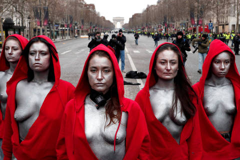 Women, dressed as the French republic symbol,