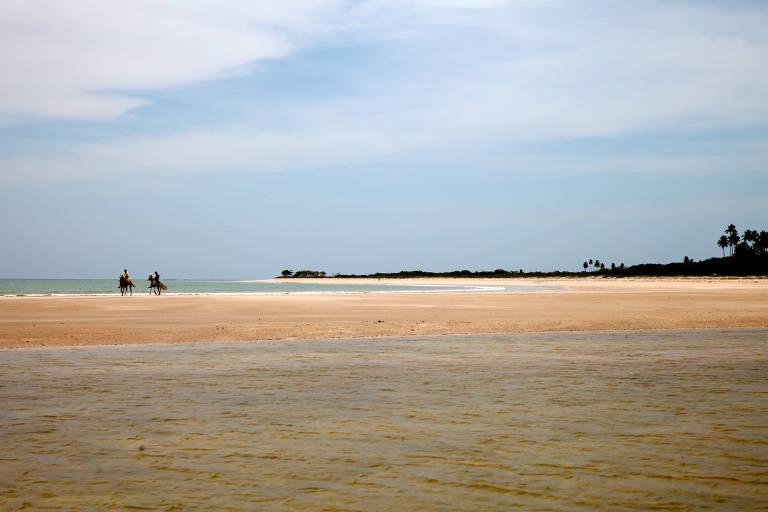 Praia Costa Brava, em Paripueira, norte de Alagoas, de onde partem passeios para as piscinas naturais, localizadas a 3 km da praia