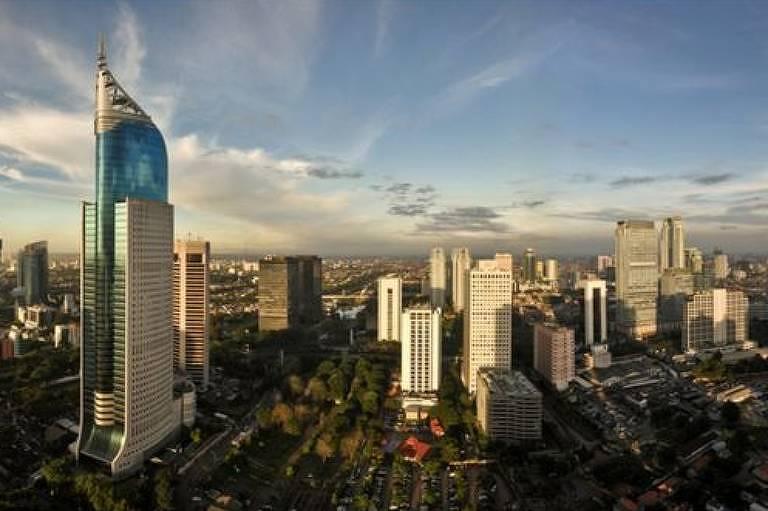 Jacarta, capital da Indonésia, onde parte da nova elite indonésia vive; muitos estão ganhando dinheiros explorando recursos naturais do país