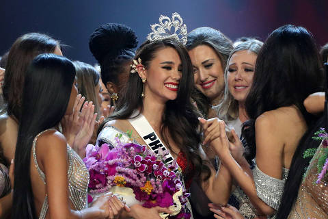 Miss Philippines Catriona Gray reacts after being crowned Miss Universe during the final round of the Miss Universe pageant in Bangkok, Thailand, December 17, 2018. REUTERS/Athit Perawongmetha     TPX IMAGES OF THE DAY ORG XMIT: WY125