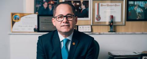 São Paulo, SP, Brasil, 06-12-2018: Cezinha de Madureira, 44, pastor e deputado federal por São Paulo (PSD), em seu gabinete na Alesp (Assembleia Legislativa de São Paulo). (foto Gabriel Cabral/Folhapress)