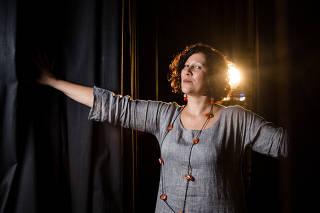 RIO DE JANEIRO, RJ, BRASIL, 07-12-2018, A produtora cultural, Andrea Alves, diretora da produta Sarau é um dos raros casos hoje de produtores de teatro que tem uma visao criadora para espetaculos e tem sido muito saudada recentemente pelo meio artistico.