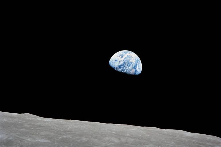 1968: Imagens da Apollo 8 mostram que a Lua vista de perto não tem cor