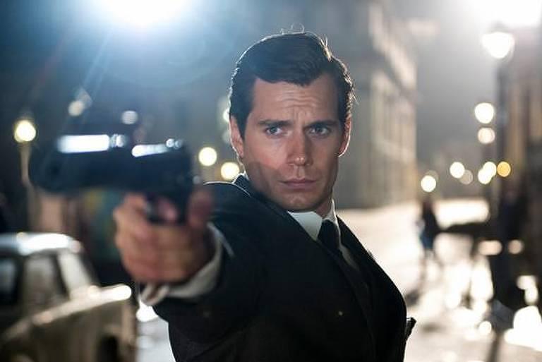 Henry Cavill em cena de 'O agente da U.N.C.L.E'