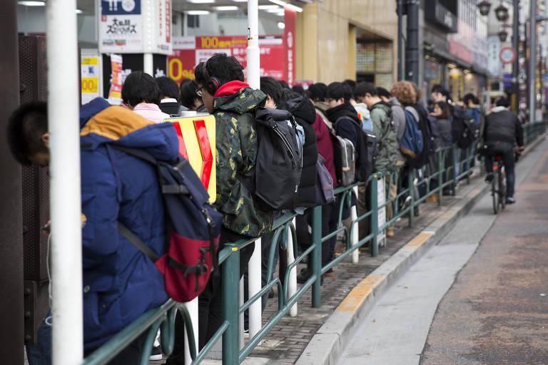 Gamers fazem fila para comprar Super Smash Bros em Tóquio; jogo permite a escolha  de personagens famosos da Nintendo