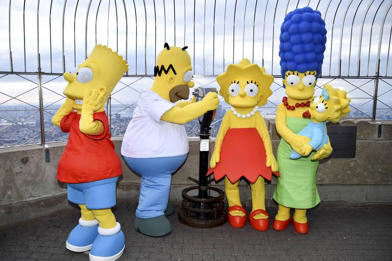 Personagens dos Simpsons posam para sessão de fotos no topo do Empire State Building, em Nova York