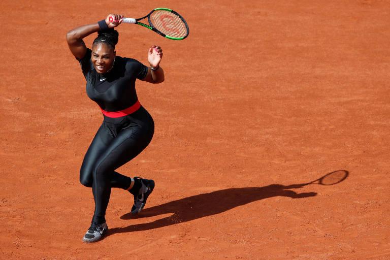 Serena Williams durante partida contra a tcheca Kristyna Pliskova em Roland Garros