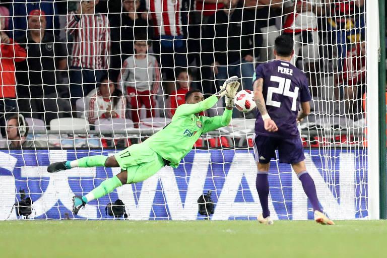 Enzo Pérez desperdiça a última cobrança, que elimina os argentinos do torneio